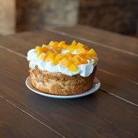 桃のエンジェルフードケーキ / Angel Food Cake with Peaches  (4〜6人分)-店舗受け取りのみ
