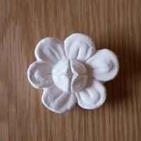 漆喰のオーナメント/花畑の椿