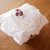 ガロの刺繍のパン包み