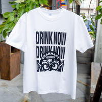 タツヲ「DRINK NOW」Tシャツ(ホワイト)