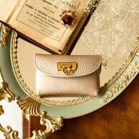 やわらかなレザーフラップ mini財布 トリヨンクレマンス/シャンパンゴールド