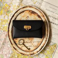 やわらかなレザーフラップミドル財布 トリヨンクレマンス/ブラック