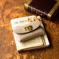 やわらかなレザーフラップ mini財布/トゥルティエールグレー
