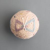 草木染めの糸でつくるちいさなテマリ BUTTERFLY -peach-