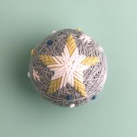 草木染めの糸でつくるちいさなテマリ  STAR -fog-