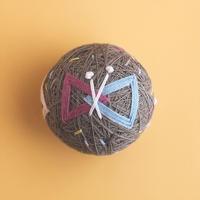 草木染めの糸でつくるちいさなテマリ BUTTERFLY -coffee-