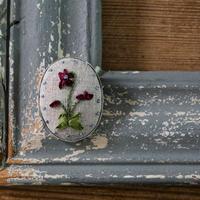 poritorie  リボン刺しゅうのハナコトバブローチ violet