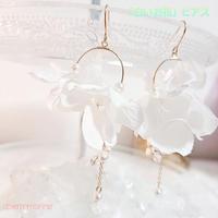 「白いお花」のピアス(イヤリング)