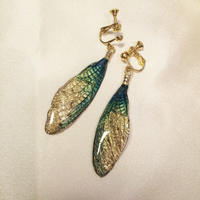 【蝉】Cicada Earring - Green Gold -