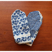 handknitted mitten from Sweden blue heart