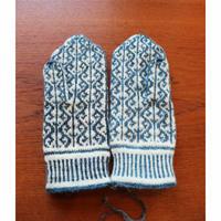 handknitted mitten blue/white