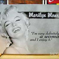 アメリカン ブリキ看板  マリリン・モンロー  女性である 白黒 マリリンモンロー 女優 看板