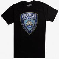 【USA直輸入】ブルックリン99 ニューヨーク市警99分署 バッジ Tシャツ ブルックリン・ナイン-ナイン Brooklyn 99 ジェイク・ぺラルタ 刑事 バッチ ロゴ