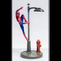 【USA直輸入】MARVEL 街灯によじ登る スパイダーマン 33cm LED デスクランプ フィギュア スタチュー 置物 スタチュー ランプ マーベル Spider-Man ピーターパーカー
