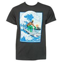 【USA直輸入】DC アクアマン シャーク サーフィン Tシャツ アトランティス トライデント ジャスティスリーグ ジェイソン モモア DCコミックス Aquaman サメ