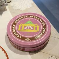 チェコ ピンクのティン缶