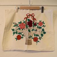 ハンガリー 刺繍ピローケース かごに入ったお花 大