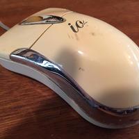 使い込みの激しいレトロなマウス