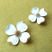 Crown TRIFARI/クラウントリファリ ハナミズキホワイト(小) ヴィンテージブローチ 4