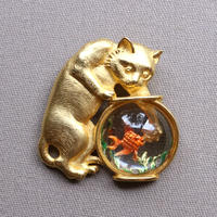 JJ ヴィンテージブローチ 猫と金魚(ゴールド×ルーサイト)