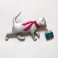 JJ ヴィンテージブローチ プレゼントを運ぶ猫 3