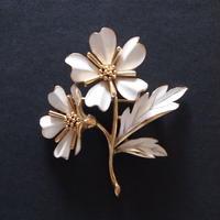 Crown TRIFARI クラウントリファリ /1960's  ロマンティックホワイトフラワー ヴィンテージブローチ