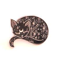 お休み中の黒猫さんのバッジ/ブローチ