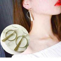 フック ピアス ゴールドカラー シンプル 大人 大人可愛い 韓国 海外 カジュアル フックピアス フープ 輪 大きめ おしゃれ かわいい おすすめ 人気 綺麗 キレイめ 韓国ファッション