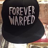 VANS Forever Warped スナップバックキャップ