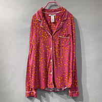"""DKNY"" heart pattern pajamas shirt"