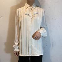 pleats design ribbon tie blouse