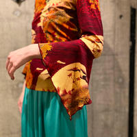 Japanese pattern V-neck cut sew