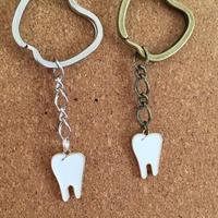 歯のかたちのキーリング