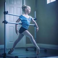 [Ballet Papier] V-NECK T-SHIRT   'PAVLOVA THE LEGEND'