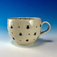 【M239】豆うさぎ柄のマグカップ小(呉須手描き・うさぎ印)