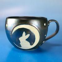 【M022】月夜のうさぎ柄の大マグカップ(銀彩釉・手描き)