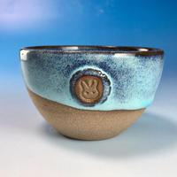 【Y070】ミルキーブルーの湯呑み茶碗(淡水乳濁秞・赤土・うさぎ印)