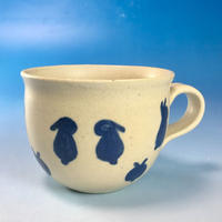 【M132】広口の豆うさぎ柄のマグカップ小(呉須手描き・うさぎ印)