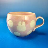 【M081】丸いフォルムのうさぎ水玉模様のマグカップ小(桜花ピンク・うさぎ印)