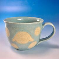 【M137】広口のうさぎ水玉模様のマグカップ大(青白磁・ロップ・うさぎ印)