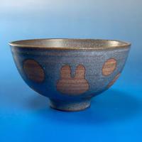 【G009】うさぎ水玉模様のご飯茶碗(マット小豆色・うさぎ印)
