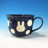 【M281】広口のうさぎ水玉模様のマグカップ大(ネイビー・うさぎ印)