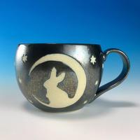 【M153】月夜のうさぎ柄の丸マグカップ大(銀彩釉・うさぎ印)