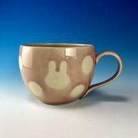 【M261】丸いフォルムのうさぎ水玉模様のマグカップ大(桜花ピンク・うさぎ印)