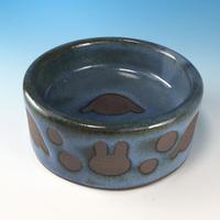 【R308】うさぎ水玉模様のうさぎ様用食器・Mサイズ(淡青赤土・ロップ・うさぎ印)