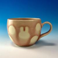【M255】丸いフォルムのうさぎ水玉模様のマグカップ小(桜花ピンク・うさぎ印)