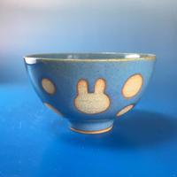 【G043】うさぎ水玉模様のご飯茶碗(淡青白土・うさぎ印)