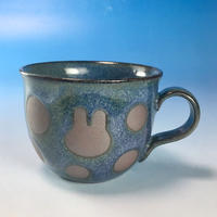 【M135】広口のうさぎ水玉模様のマグカップ小(淡青赤土・うさぎ印)