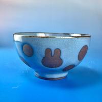 【G027】うさぎ水玉模様のご飯茶碗ミニ(淡青赤土・うさぎ印)