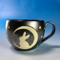 【M131】月夜のうさぎ柄の丸マグカップ大(銀彩釉・うさぎ印)